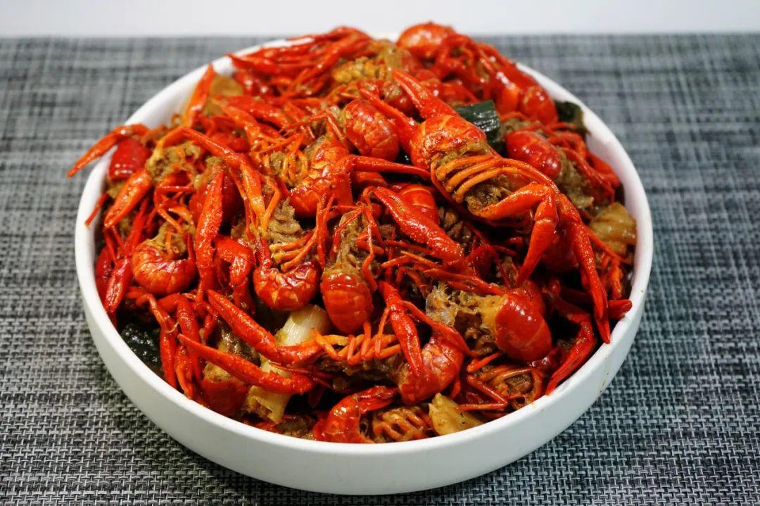 夏日必备蒜蓉小龙虾,这样做太入味了!