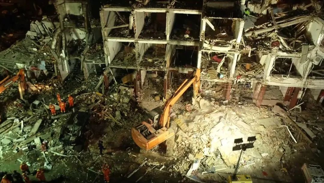 最新!浙江槽罐車爆炸收費站監控畫面曝光!事故已致18人死亡
