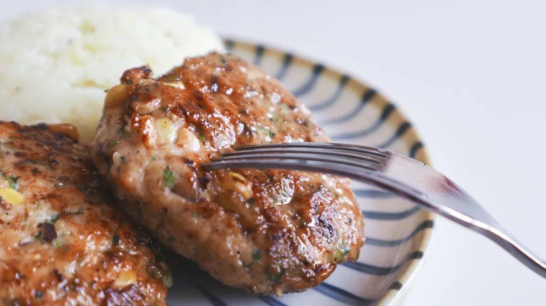 健康飽腹雞胸肉餅,雞胸肉這樣做才好吃~