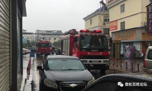 龍鑫商城黑煙滾滾,一顆小小的煙頭竟然差點引發一場火災