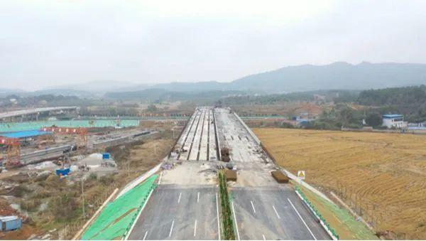 宿松县S249破凉至牌楼公路工程上跨高速桥架梁施工正式完成