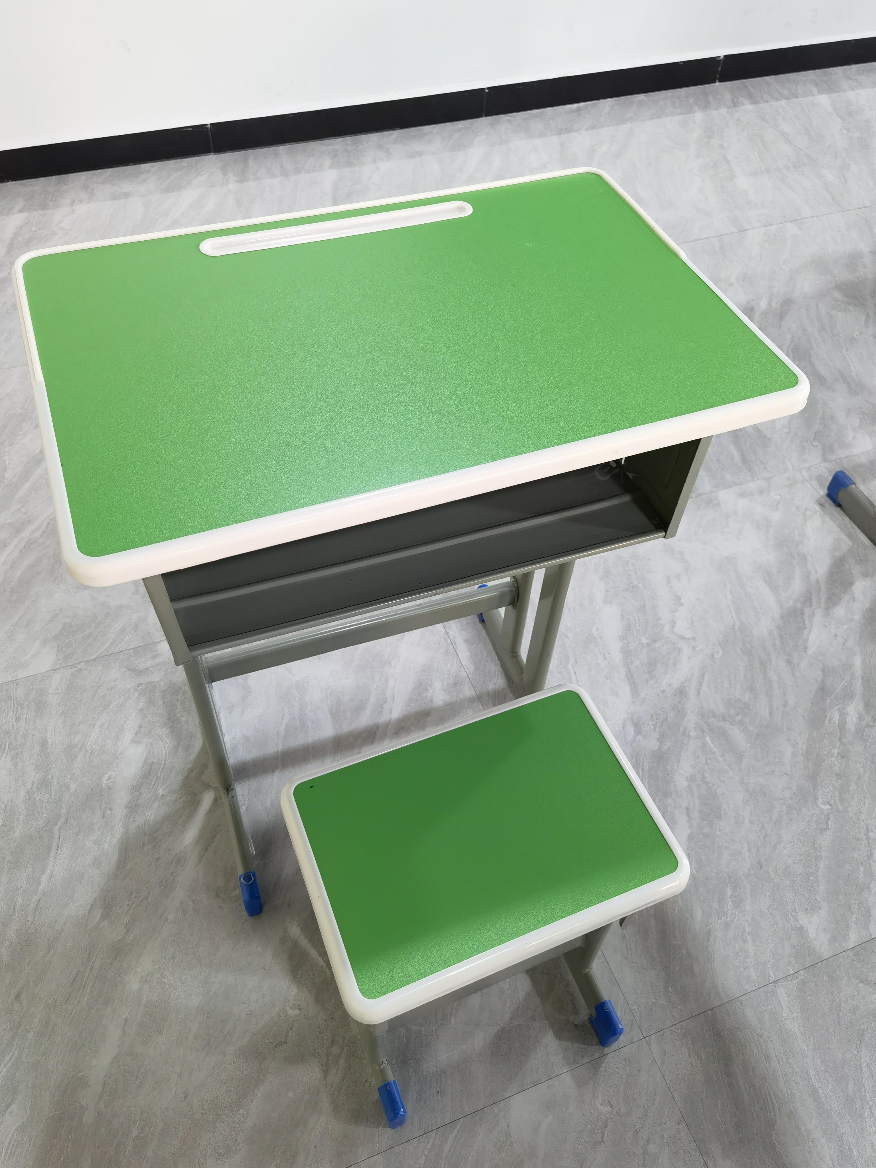 课桌椅.jpg